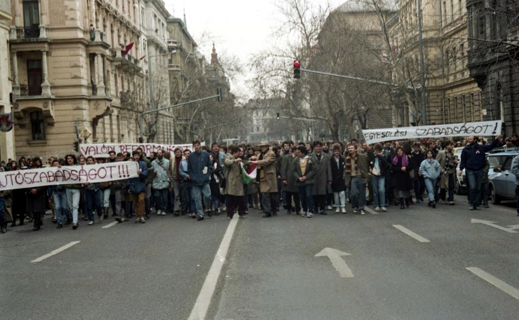 marcius-15 - szamizdatos tüntetés
