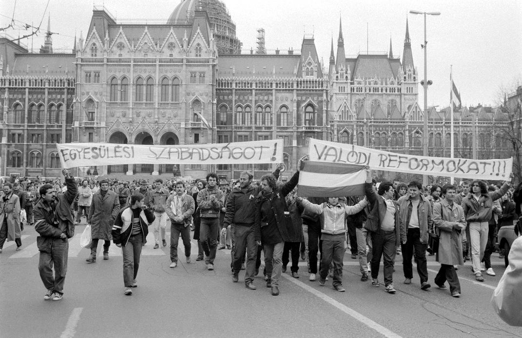 illegalis-tuntetes-budapest1988